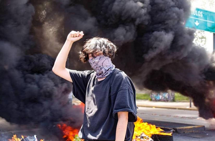 jeune homme et feu